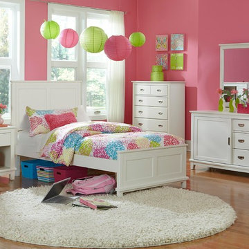 Hillsdale Bailey Panel Five Piece Bedroom Set In White