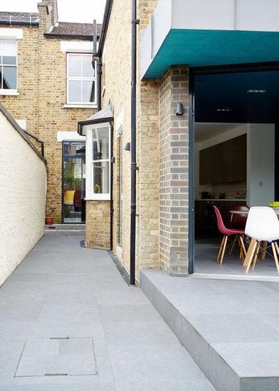 Contemporary Exterior by ARCHEA Ltd