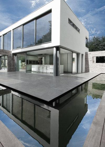 Modern House Exterior by AR Design Studio Ltd