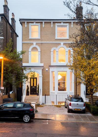 Классический Фасад дома by Chris Snook