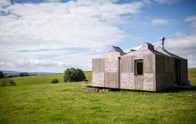 Houzz Tour: Scottish Farm Cottage Looks to Sun and Stars
