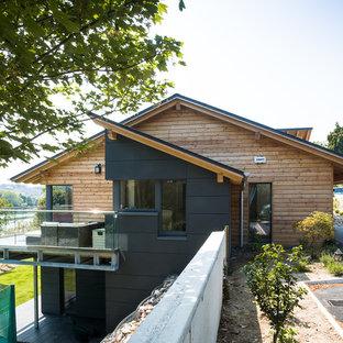 Idéer för att renovera ett mellanstort minimalistiskt hus, med två våningar
