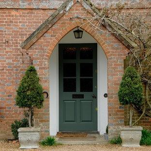 Источник вдохновения для домашнего уюта: красный, кирпичный дом в классическом стиле с входной группой