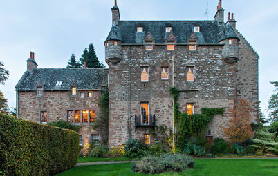 Houzz Tour:  New Warmth for a 17th-Century Scottish Castle