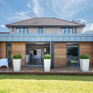 Photo of a contemporary detached house in Glasgow with mixed cladding.