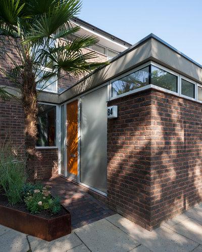 Retro Exterior by R2 Studio Architects