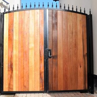 Mittelgroße, Weiße Klassische Doppelhaushälfte mit Holzfassade in West Midlands