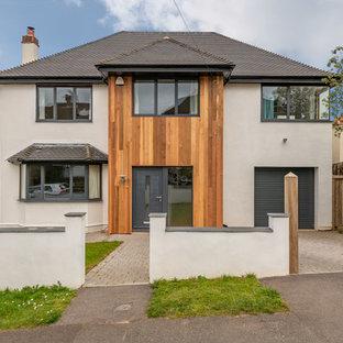 他の地域のコンテンポラリースタイルのおしゃれな家の外観 (木材サイディング、切妻屋根、戸建) の写真