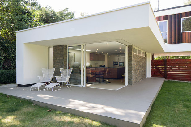 Midcentury Exterior by Clear Architects