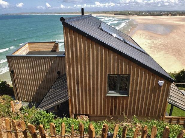 Coastal Exterior by ARCO2 Architecture Ltd