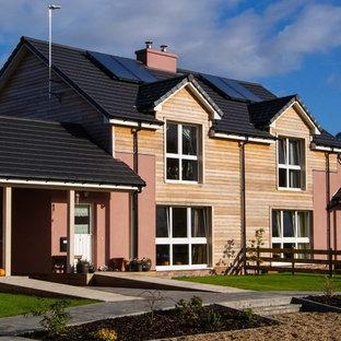 他の地域の中くらいのカントリー風おしゃれな家の外観 (木材サイディング、デュープレックス、マルチカラーの外壁) の写真