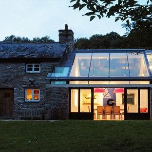 Inspiration pour une façade de maison traditionnelle.
