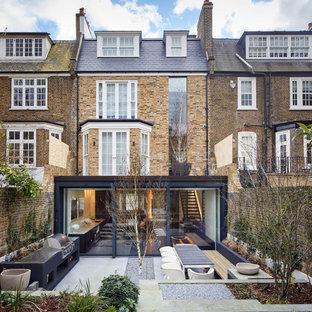 ロンドンのコンテンポラリースタイルのおしゃれな家の外観 (レンガサイディング、タウンハウス) の写真