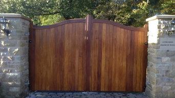 Hardwood Serpentine close boarded entry gates