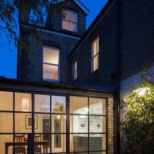 Foto de fachada de casa bifamiliar multicolor, bohemia, de tamaño medio, de tres plantas, con revestimiento de ladrillo, tejado a dos aguas y tejado de teja de barro