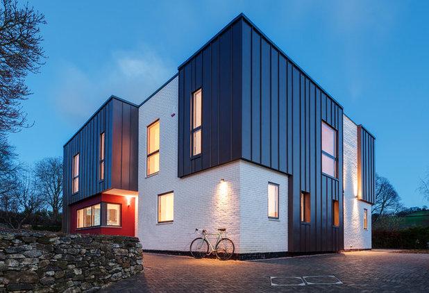 Modern outside by van Ellen + Sheryn Architects