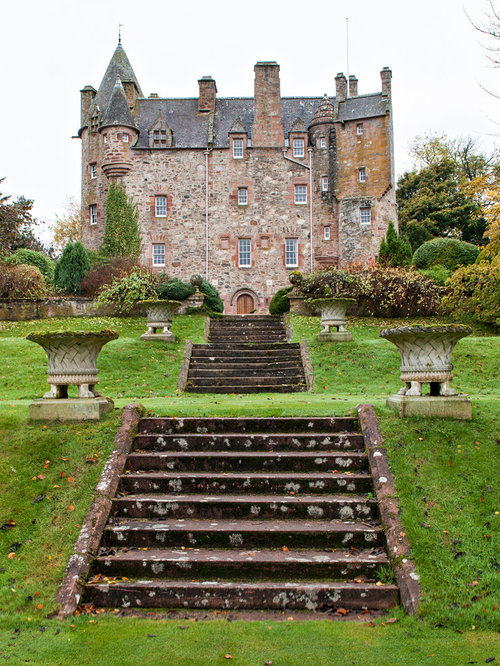 House looks like a castle exterior home design ideas for Houses that look like castles