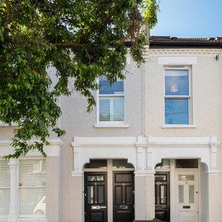 Mittelgroßes, Zweistöckiges, Graues Klassisches Wohnung mit gestrichenen Ziegeln und Ziegeldach in London