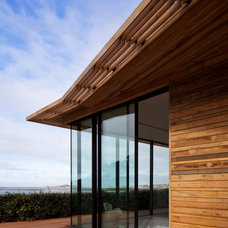 Beach Style Exterior by JAMIE FALLA ARCHITECTURE