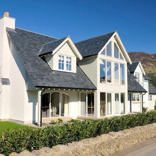 Idéer för att renovera ett stort vintage vitt hus, med två våningar, blandad fasad och sadeltak