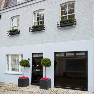 Exempel på ett mellanstort klassiskt grått hus, med tre eller fler plan och blandad fasad