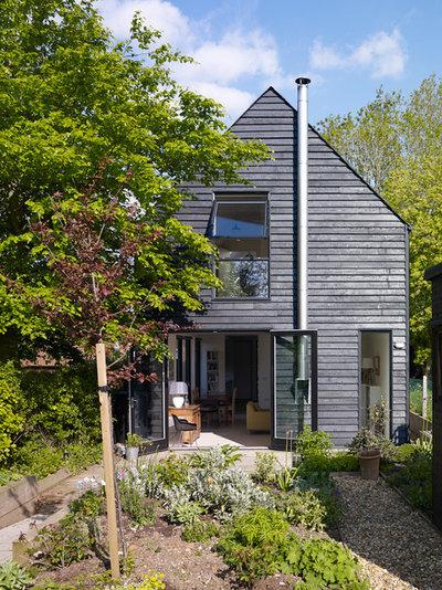 トランジショナル 家の外観 by Stephen Turvil Architects