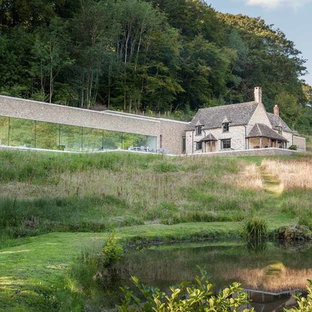 Modern beige one-story stone exterior home idea in Gloucestershire