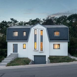 他の地域の中くらいの北欧スタイルのおしゃれな家の外観 (漆喰サイディング) の写真