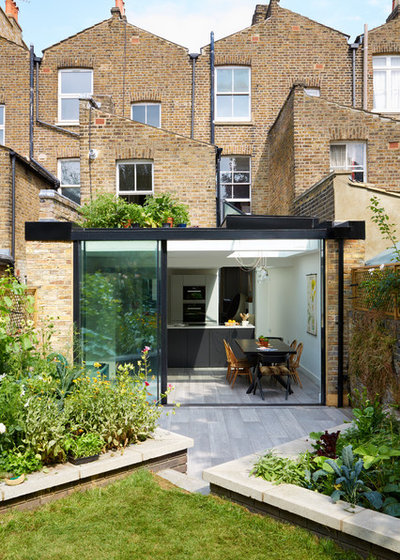Contemporary outdoor by Granit Chartered Architects