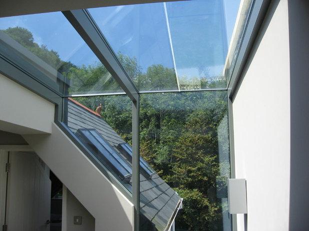 Modern Exterior by Alan Hone Associates