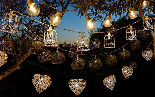 Contemporaneo Facciata String Lights and Lanerns
