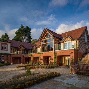 Zweistöckiges, Rotes, Rotes Country Einfamilienhaus mit Mix-Fassade und Satteldach in Sonstige