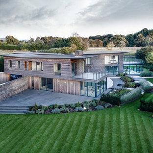 Design ideas for a contemporary exterior in Hampshire.