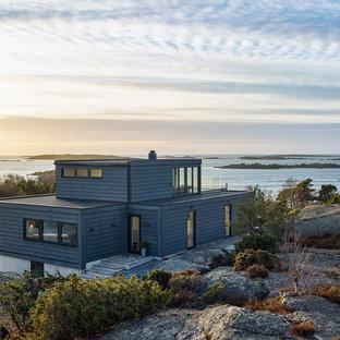 Inspiration för stora maritima grå trähus, med tre eller fler plan och platt tak