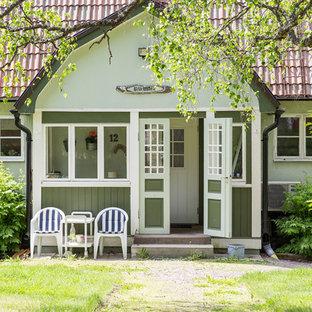 Idéer för att renovera ett mellanstort lantligt grönt hus