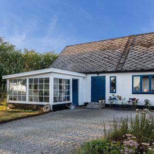 Idéer för att renovera ett nordiskt vitt hus, med allt i ett plan och sadeltak