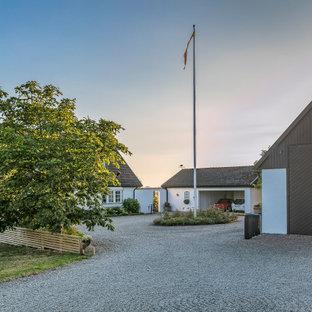 Idéer för ett minimalistiskt vitt hus, med allt i ett plan, sadeltak och tak med takplattor