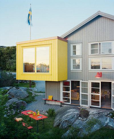 Современный Фасад дома by Amsterdam Living