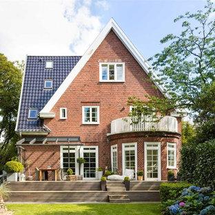 Idéer för stora vintage bruna hus, med tre eller fler plan, tegel och sadeltak