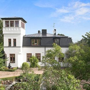 Idéer för att renovera ett mycket stort vintage vitt stenhus, med tre eller fler plan och halvvalmat sadeltak