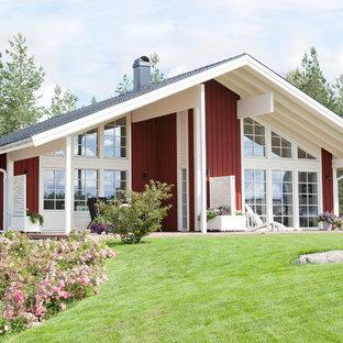 Inspiration för ett mycket stort vintage rött trähus, med allt i ett plan och sadeltak