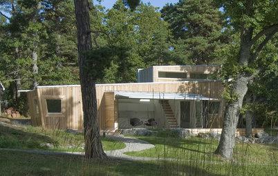Svindlande vinklar och hållbart trä i det vackra skärgårdshuset