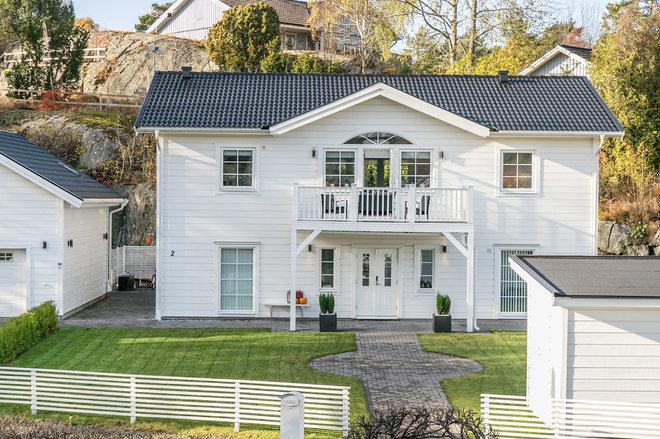 Skandinavisk Fasad by Fastighetsmäklare Malena Ek