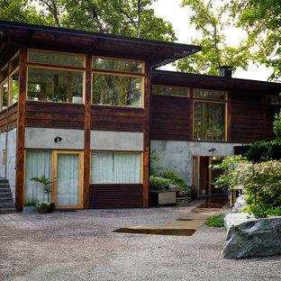 Inspiration för ett orientaliskt flerfärgat hus, med två våningar, blandad fasad och platt tak