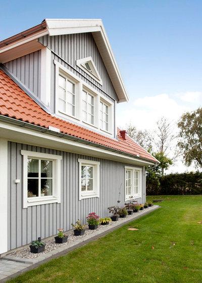 Классический Фасад дома by Fridhems Snickeri & Anläggning AB