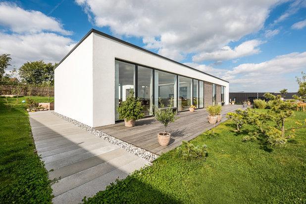Moderne Hus & facade by LTM Arkitekt- og Byggefirma