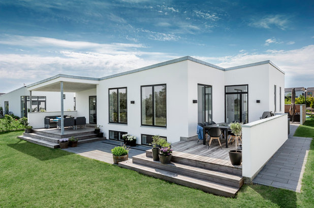 Contemporary Exterior by Skanlux byggefirma A/S