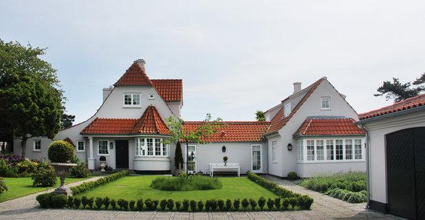 Klassisk Hus & facade by Happytat / akitektur + fotografi