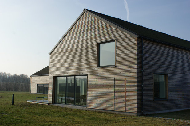 Skandinavisk Hus & facade by Frøslev Træ