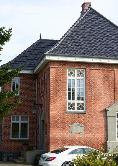 Klassisk Hus & facade by Tømrer- og snedkerfirmaet Carsten Knudsen A/S